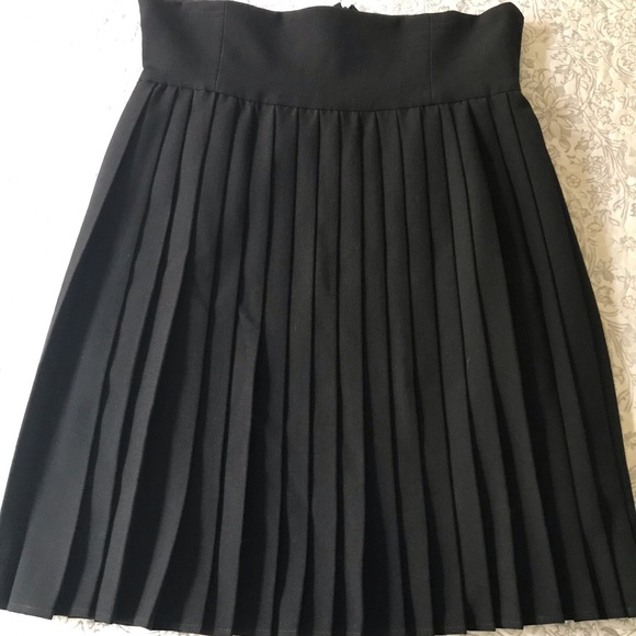 b0dffd88c23 Deandri Black high waisted pleated skirt